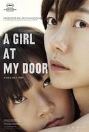 Uma Garota à Porta