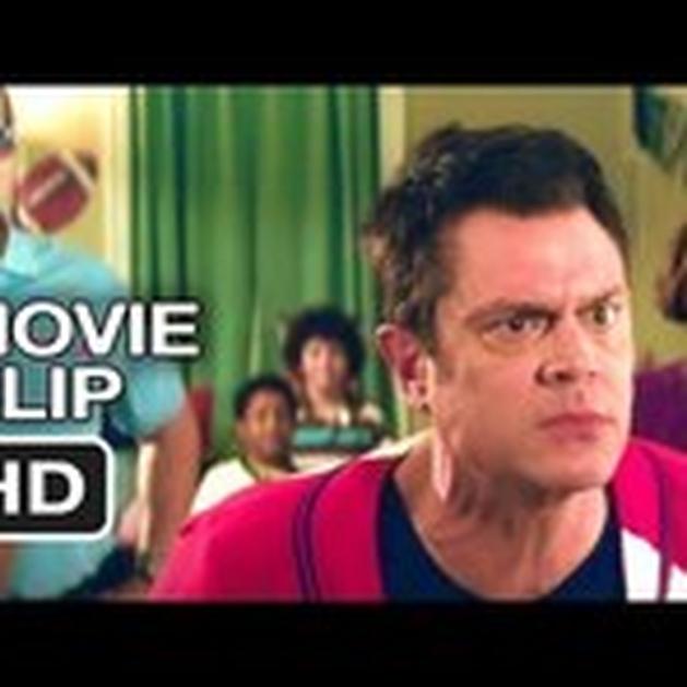 """Assista uma cena da comédia """"Nature Calls"""" com Johnny Knoxville (Jackass)."""