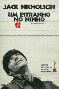 Um Estranho no Ninho - Poster / Capa / Cartaz - Oficial 7