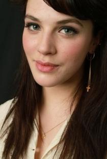 Jessica Brown Findlay - Poster / Capa / Cartaz - Oficial 5