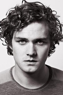 Finn Jones - Poster / Capa / Cartaz - Oficial 1