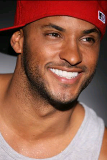 Ricky Whittle - Poster / Capa / Cartaz - Oficial 2