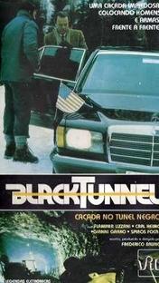 Caçada no Túnel Negro - Poster / Capa / Cartaz - Oficial 1