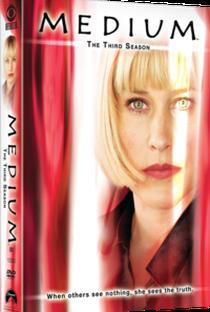 A Paranormal (3ª Temporada) - Poster / Capa / Cartaz - Oficial 2