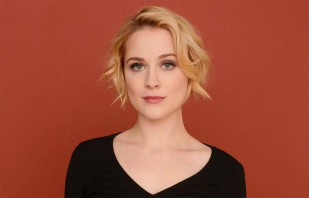 """""""Sexo ofende! Cabeças explodindo, não"""", diz Evan Rachel Wood sobre cena de sexo deletada de seu novo filme!"""
