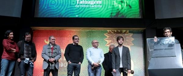 Romance homossexual leva prêmio de melhor filme no Festival de Gramado 2013
