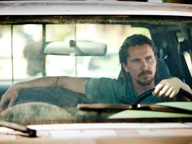 """Veja imagens de """"Out of the Furnace"""", com Christian Bale e Woody Harrelson"""