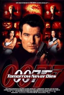007 - O Amanhã Nunca Morre - Poster / Capa / Cartaz - Oficial 3