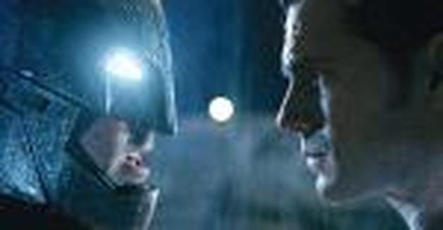 Veja novas imagens oficiais de Batman V Superman