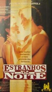 Estranhos na Noite - Poster / Capa / Cartaz - Oficial 1