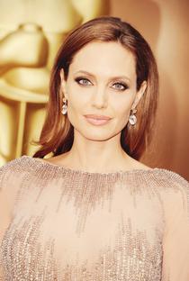 Angelina Jolie - Poster / Capa / Cartaz - Oficial 17