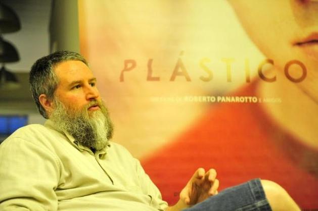 """Roberto Panarotto, vocalista da Banda Repolho, lança filme """"Plástico"""""""