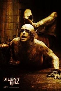 Terror em Silent Hill - Poster / Capa / Cartaz - Oficial 9