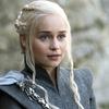 Emilia Clarke faz tatuagem em homenagem a Game of Thrones