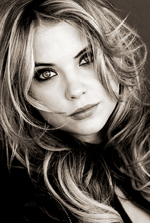 Ashley Benson - Poster / Capa / Cartaz - Oficial 1