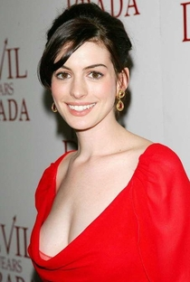 Anne Hathaway - Poster / Capa / Cartaz - Oficial 9