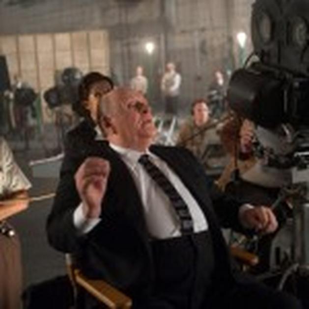 Clipe, vídeo promocional e seis novas imagens de Hitchcock!