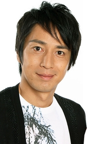 Tokui Yoshimi (徳井義実)