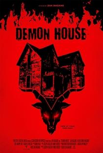 A Casa dos 200 Demônios - Poster / Capa / Cartaz - Oficial 1