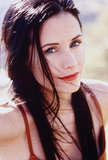 Courteney Cox - Poster / Capa / Cartaz - Oficial 1