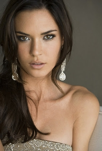 Odette Annable - Poster / Capa / Cartaz - Oficial 3