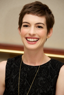 Anne Hathaway - Poster / Capa / Cartaz - Oficial 2