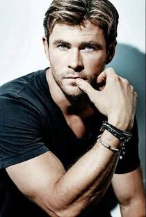 Chris Hemsworth - Poster / Capa / Cartaz - Oficial 13