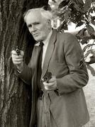 "O homem por trás de ""Q"" (Now Pay Attention 007: A Tribute to Actor Desmond Llewelyn)"