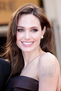 Angelina Jolie - Poster / Capa / Cartaz - Oficial 12