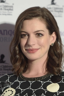 Anne Hathaway - Poster / Capa / Cartaz - Oficial 12