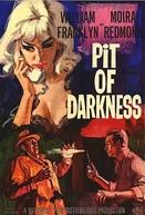 A Trama Maldita (Pit of Darkness)