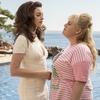 Anne Hathaway e Rebel Wilson em As Trapaceiras; assista ao trailer!