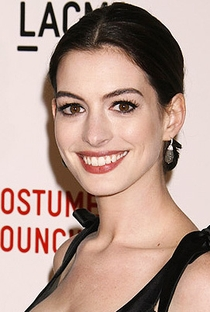 Anne Hathaway - Poster / Capa / Cartaz - Oficial 15