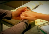 Quando Você Segura Minha Mão... - Poster / Capa / Cartaz - Oficial 1