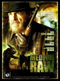 Medium Raw: Night of the Wolf - Poster / Capa / Cartaz - Oficial 3