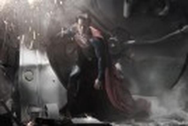 """""""O Homem de Aço"""" ganha dois novos posters e um vídeo promocional"""