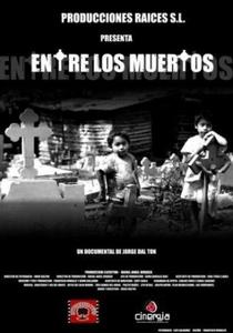Entre os mortos - Poster / Capa / Cartaz - Oficial 1