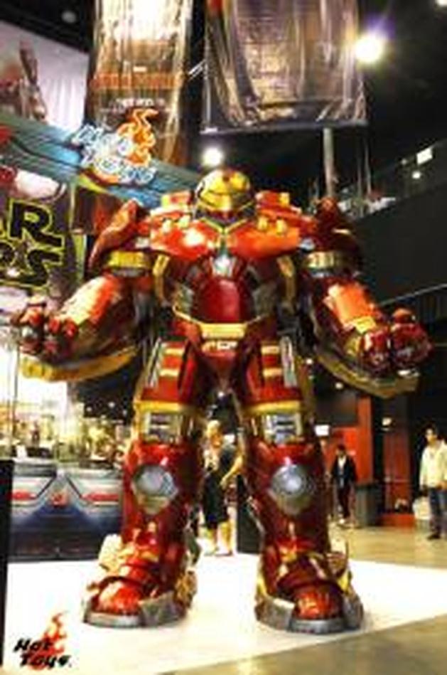 """Vingadores 2: visual dos heróis em """"Era de Ultron"""" é revelado em convenção de brinquedos"""