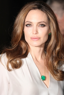 Angelina Jolie - Poster / Capa / Cartaz - Oficial 10