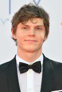 Evan Peters - Poster / Capa / Cartaz - Oficial 1