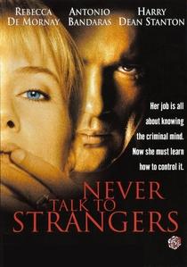 Nunca Fale Com Estranhos - Poster / Capa / Cartaz - Oficial 5