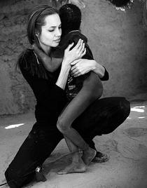 Angelina Jolie: Além da Beleza - Poster / Capa / Cartaz - Oficial 2