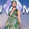 Amber Heard com uma roupa bem diferente na estreia de Aquaman