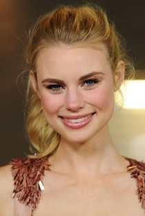 Lucy Fry - Poster / Capa / Cartaz - Oficial 4