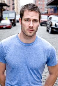 Luke Macfarlane (I)
