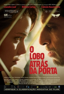 O Lobo Atrás da Porta - Poster / Capa / Cartaz - Oficial 1