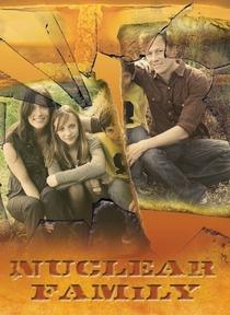 Família Nuclear - Poster / Capa / Cartaz - Oficial 1