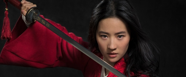 Diretora divulga foto de bastidores de Mulan