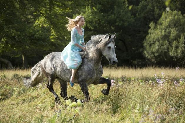 """Primeira imagem e sinopse de """"Cinderella"""""""