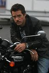 Michael Raymond-James - Poster / Capa / Cartaz - Oficial 6